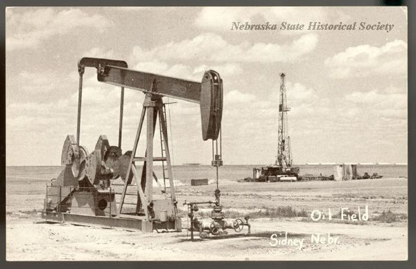 Oil_field_near_Sidney.jpg
