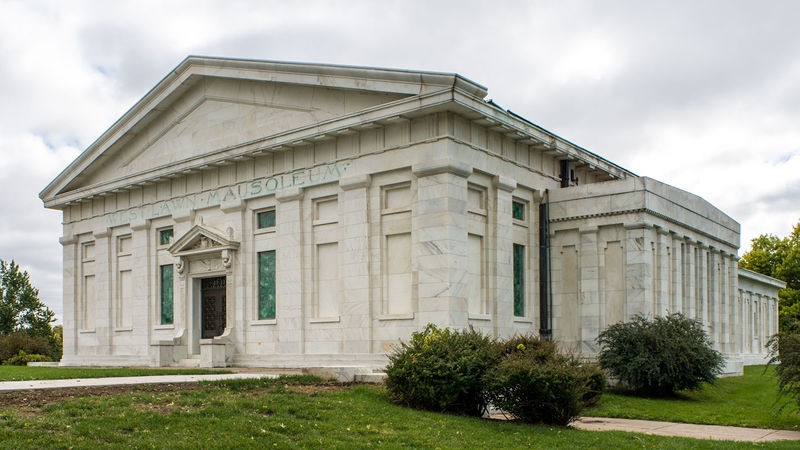 File:Mausoleum w.jpg