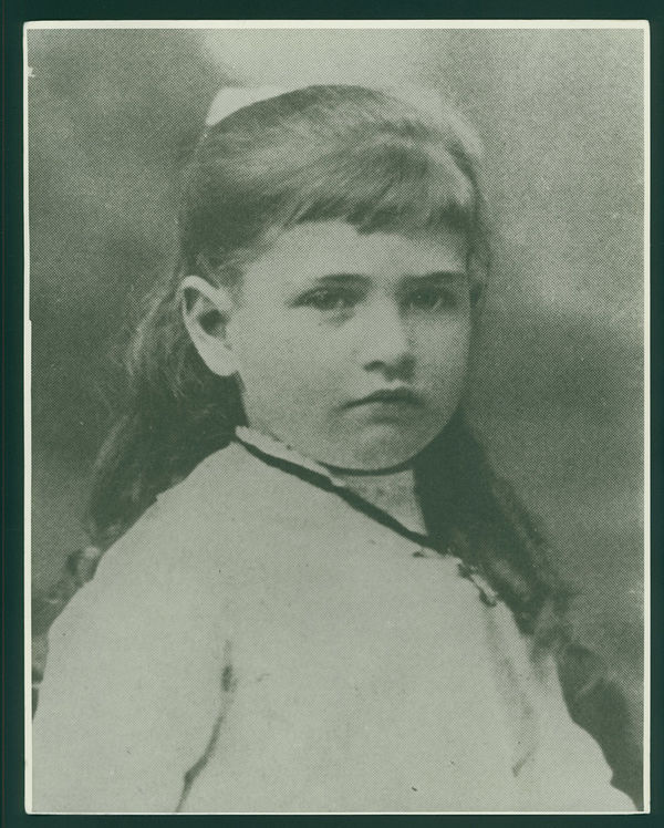 Willa_Cather_as_a_child.jpg